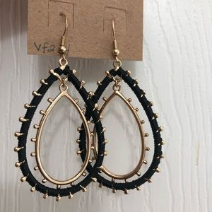 New earrings gold with black